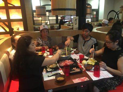 Doan khach Vietkingtravel an lau tai Singapore
