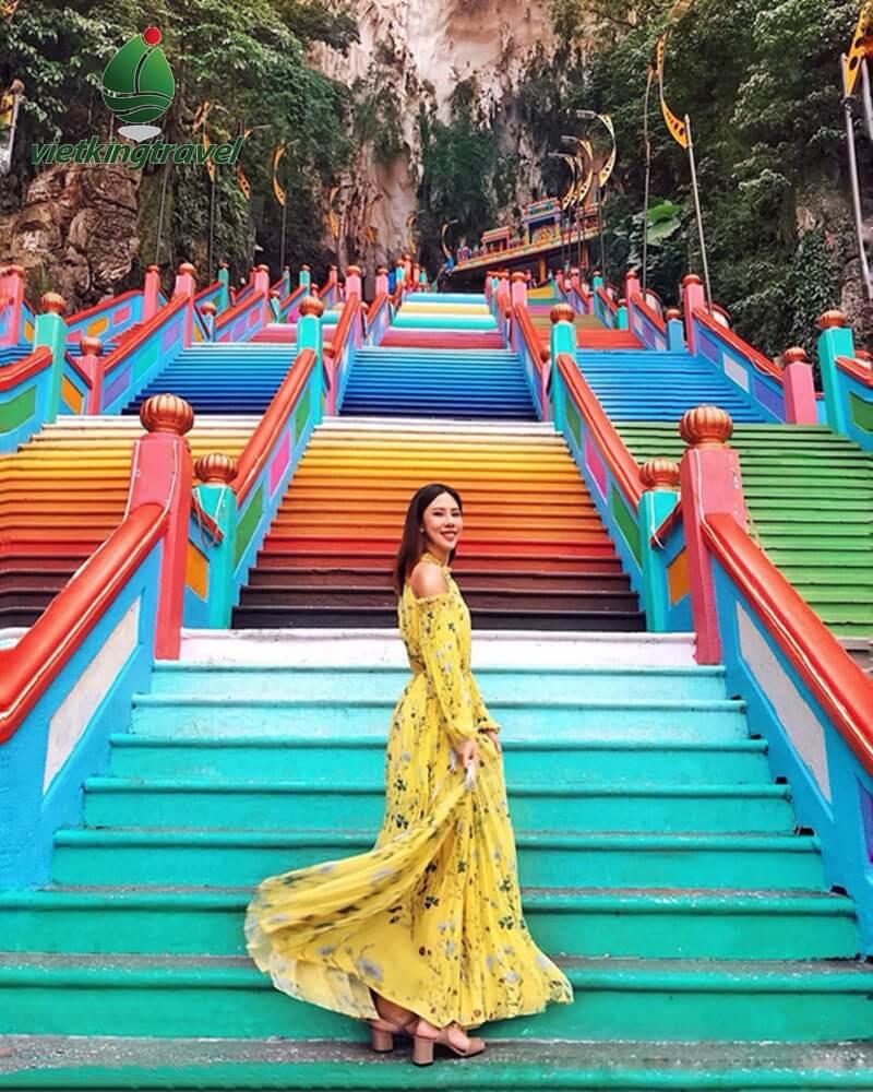 những bậc thang cầu vồng tuyệt đẹp tại dộng Batu Malaysia