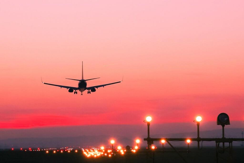 """""""Du lịch là thứ duy nhất bạn phải bỏ tiền mua nhưng lại khiến bạn giàu có hơn."""""""