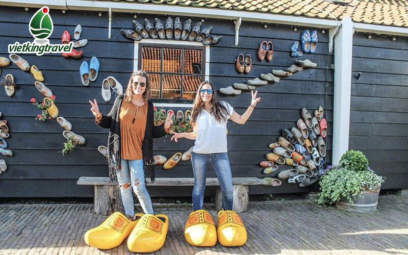 guốc gỗ truyền thống của Hà Lan.